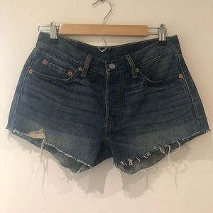 Levi's Jean Cut Off Shorts - Medium Wash